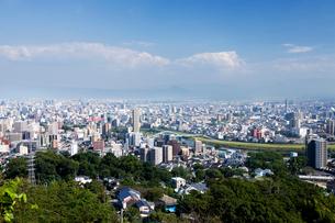 万日山より望む熊本市内の街並みの写真素材 [FYI04066828]
