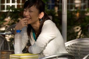 会話する女性の写真素材 [FYI04066856]