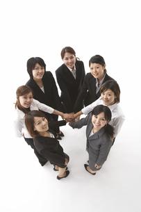 円になる7人の女性の写真素材 [FYI04067331]