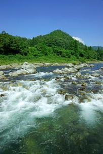 長良川 早瀬と山並の写真素材 [FYI04068363]