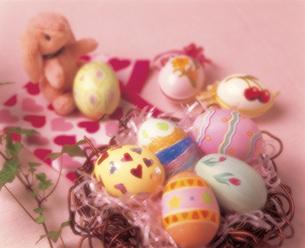 カラフルな卵の写真素材 [FYI04068909]