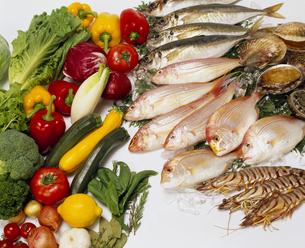 魚介類と西洋野菜の写真素材 [FYI04068958]