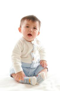 泣いている赤ちゃんの写真素材 [FYI04069552]