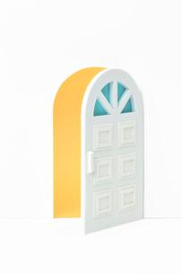開いたドアの写真素材 [FYI04069802]