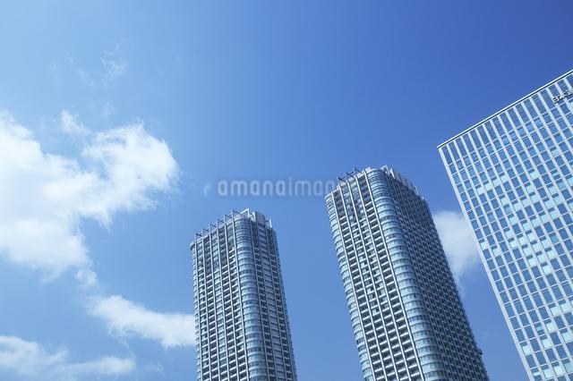 ビル群と青空の写真素材 [FYI04070066]