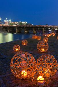 風鈴灯と三条大橋の写真素材 [FYI04071404]