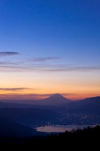 諏訪湖と富士山の写真素材 [FYI04071466]