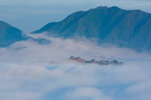 竹田城址と雲海の写真素材 [FYI04071533]