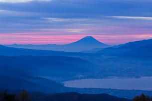 諏訪湖と富士山の写真素材 [FYI04071614]