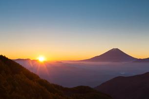 富士山と雲海の写真素材 [FYI04071625]