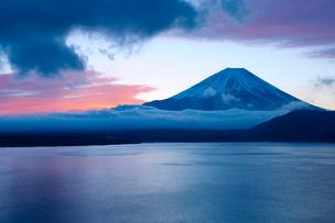 富士山 朝焼けの写真素材 [FYI04071667]