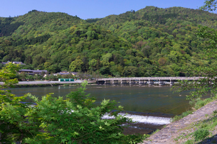 嵐山 渡月橋の写真素材 [FYI04071711]