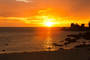 夕日ケ浦海岸,夕日の写真素材 [FYI04071767]
