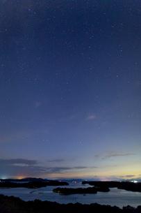 英虞湾と星空の写真素材 [FYI04071803]