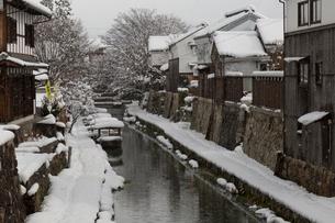 雪の八幡堀の写真素材 [FYI04071997]