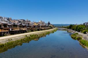 鴨川 四条大橋上流の写真素材 [FYI04072130]