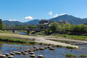 賀茂川と比叡山の写真素材 [FYI04072138]