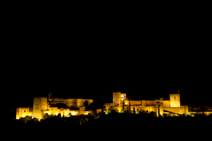 アルハンブラ宮殿 夜景の写真素材 [FYI04072178]