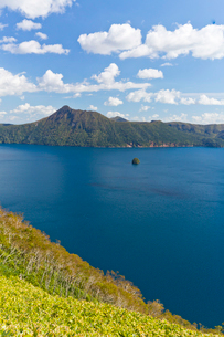 摩周湖とカムイシュの写真素材 [FYI04072193]