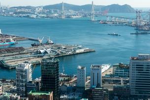 釜山タワーからの釜山北港の写真素材 [FYI04072270]