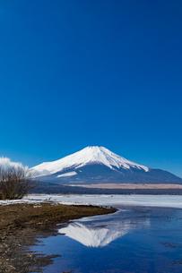 逆さ富士 山中湖の写真素材 [FYI04072311]