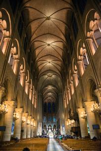 ノートルダム大聖堂内部の写真素材 [FYI04072812]