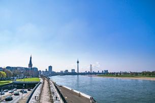 デュッセルドルフの町並み ライン川の写真素材 [FYI04073501]