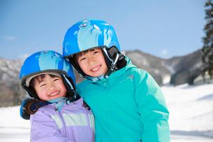 スキー場の子供たちの写真素材 [FYI04073614]