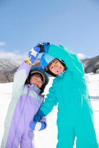 スキー場の子供たちの写真素材 [FYI04073615]