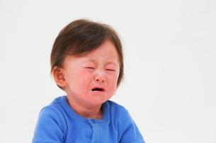 泣いている赤ちゃんの写真素材 [FYI04073626]
