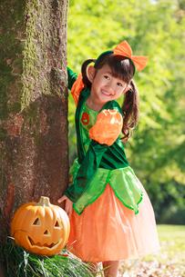 ハロウィン衣装を着た女の子の写真素材 [FYI04073692]