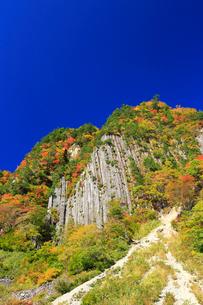 紅葉の布岩の写真素材 [FYI04073832]