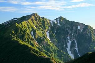 夏の鹿島槍ヶ岳の写真素材 [FYI04073944]