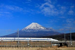 新幹線と富士山の写真素材 [FYI04074187]