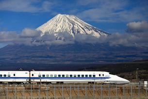 新幹線と富士山の写真素材 [FYI04074196]