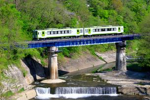 小海線の列車の写真素材 [FYI04074242]
