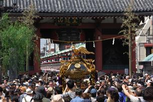 浅草三社祭の写真素材 [FYI04074252]