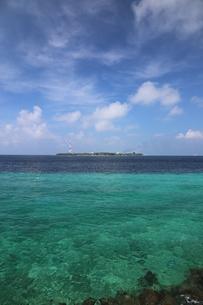 マーレ島から望んだヴィリンギリ島,立て構図の写真素材 [FYI04074308]
