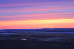 夕焼けした釧路湿原の写真素材 [FYI04074378]