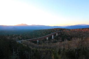 夜明けの三国峠の写真素材 [FYI04074402]
