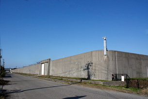 新潟刑務所の塀の写真素材 [FYI04074486]