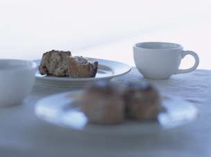 クルミパンとコーヒーの写真素材 [FYI04074615]