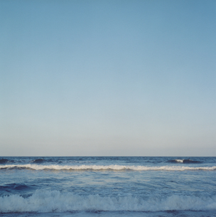 夕日で色づく太平洋の写真素材 [FYI04076464]