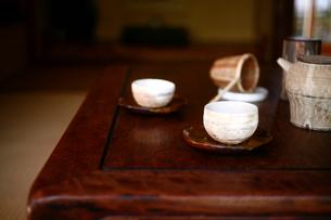 和室のお茶と急須の写真素材 [FYI04076646]