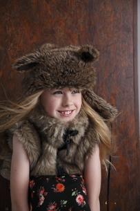 帽子をかぶったブロンド少女の写真素材 [FYI04076816]