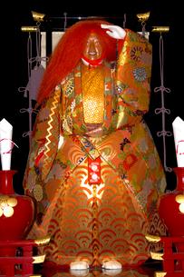 大阪天神祭 御神酒講の猩々山車に乗った猩々人形の写真素材 [FYI04076905]