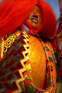大阪天神祭 御神酒講の猩々山車に乗った猩々人形の写真素材 [FYI04076908]