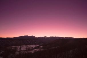夕景の八ヶ岳連峰の写真素材 [FYI04076910]