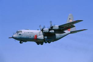 アメリカ空軍C130ハーキュリーズ消防飛行機の写真素材 [FYI04077275]