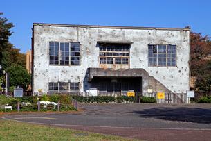 戦争の傷跡の残る建物 旧日立航空機変電所 の写真素材 [FYI04077308]